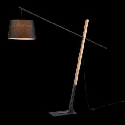 oryginalna lampa podłogowa ze skośnie ułożoną podstawą, czarny abażur