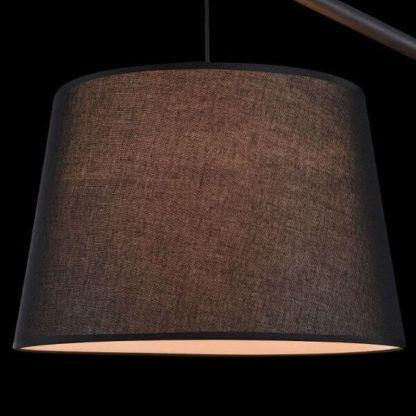 nowoczesna lampa podłogowa z dużym, okrągłym, czarnym abażurem