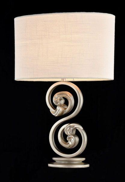 biały abażur, lampa stołowa z klasycznie zdobioną podstawą