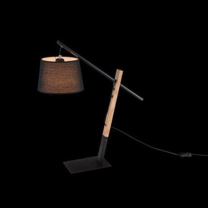 czarna lampa stołowa z drewnianą nogą, skandynawska