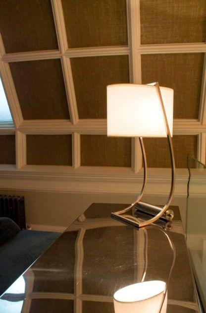 lampa biurkowa oryginalna, elegancka z portem USB - aranżacja biuro