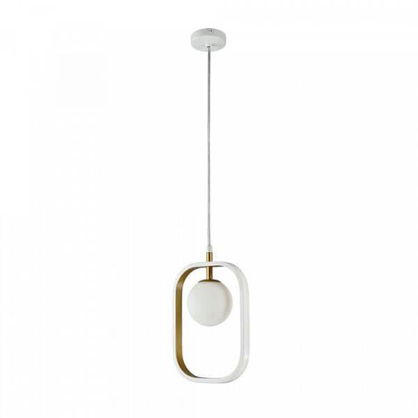 minimalistyczna lampa wisząca ze szklaną, mleczną kulą w designerskiej, metalowej oprawie, biało-złota