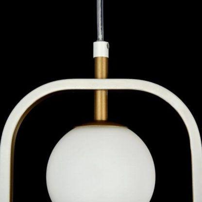 nowoczesna lampa wisząca ze szklanym kloszem