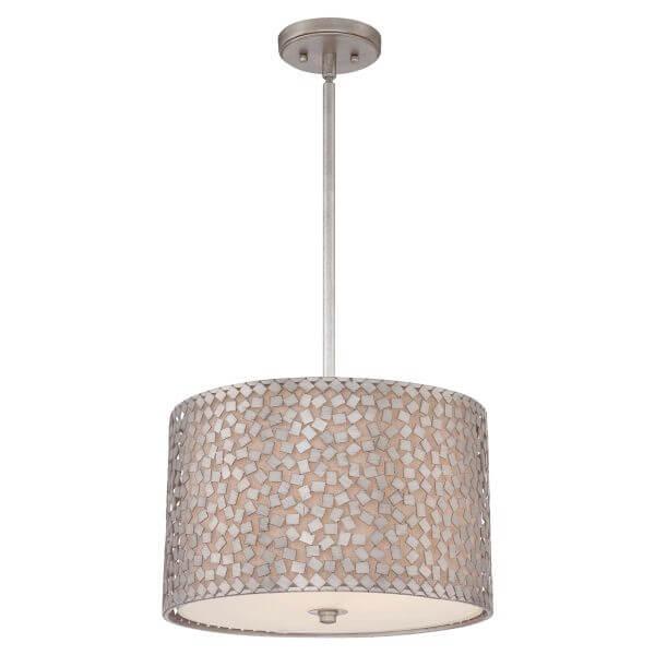 okrągła lampa wisząca z jasnym abażurem osłoniętym srebrną mozaiką