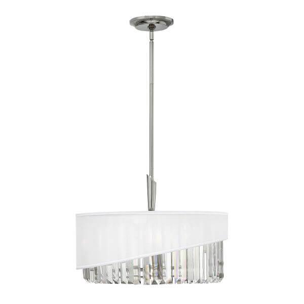 lampa wisząca z podłużnymi kryształkami osłoniętymi białym abażurem