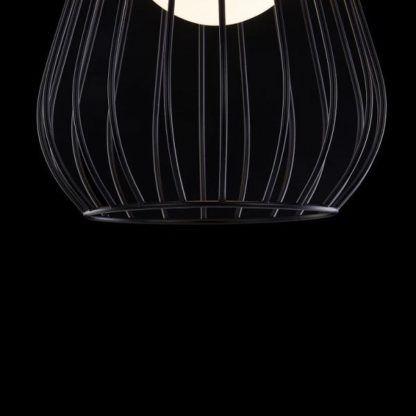 lampa wisząca z czarnym, drucianym kloszem