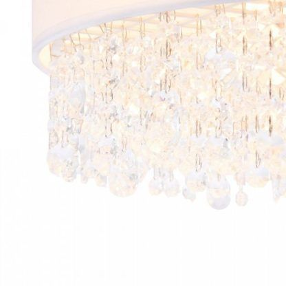 biała lampa wisząca ze zwisającymi kryształkami
