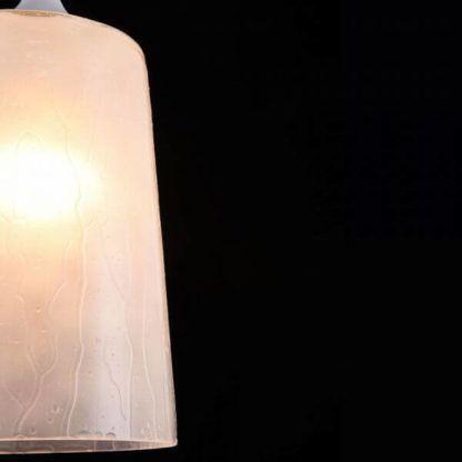 lampa wisząca w stylu nowoczesnym, klosz z imitacją deszczu