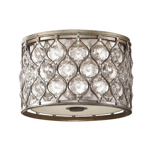 nieduży plafon ozdobiony kryształkami