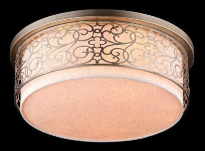 lampa sufitowa z abażurem i metalowym wzorem