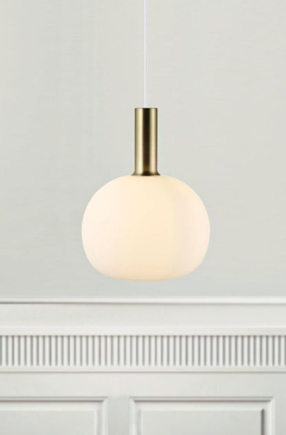 lampa wisząca nowoczesna, klosz z mlecznego szkła