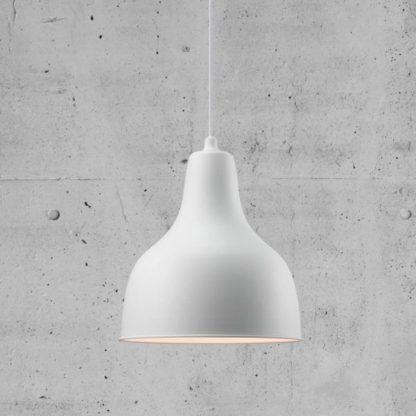 biała lampa wisząca z metalu, styl skandynawski
