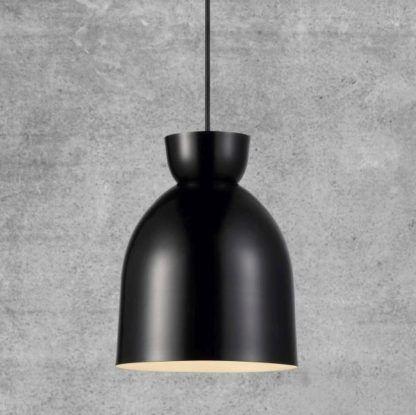 czarna lampa wisząca w stylu nowoczesnym