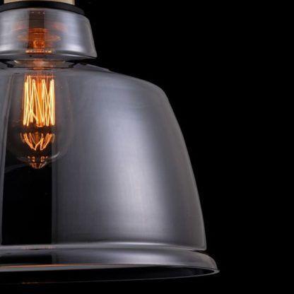 lampa wisząca z kloszem z dymionego szkła, styl industrialny