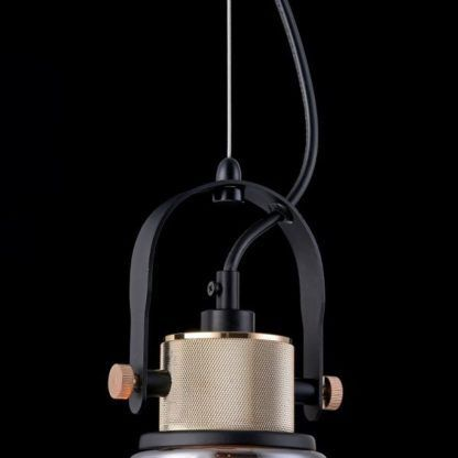 szara, szklana lampa wisząca z industrialnym mocowaniem