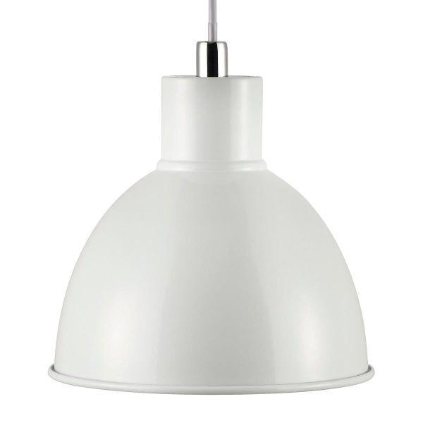 metalowa, biała, półokrągła lampa wisząca w stylu nowoczesnym, skandynawskim