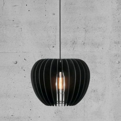 lampa wisząca w stylu skandynawskim czarna, drewniana