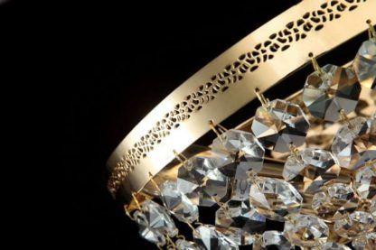 kryształowy plafon ze złotymi detalami