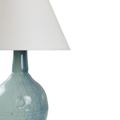 lampa stołowa ze szkła barwionego na odcienie błękitu, biały abażur