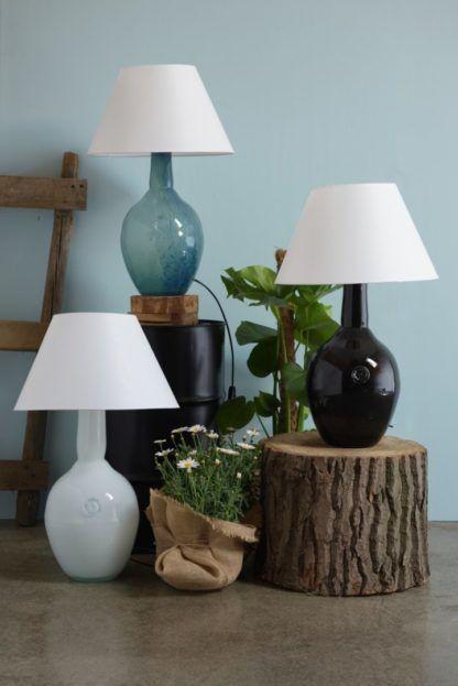 lampy stołowe z barwionego szkła - aranżacja