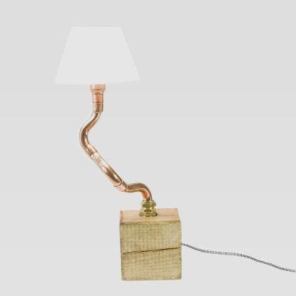 lampa stołowa z miedzianych rurek, biały abażur