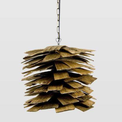 lampa w stylu eko, etnicznym, kolonialnym, klosz z drewnianych listewek, kształt szyszki
