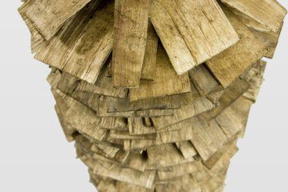 lampa z drewnianych listewek, biały abażur