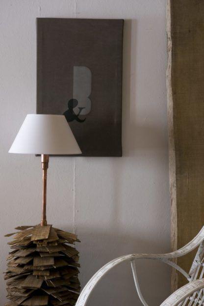 lampa industrialna podłogowa z białym abażurem
