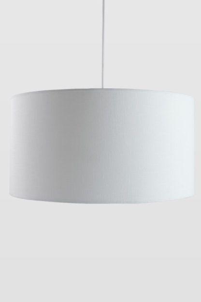 okrągła lampa wisząca z białym abażurem