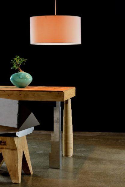 nowoczesna, okrągła lampa wisząca z abażurem - aranżacja industrialna