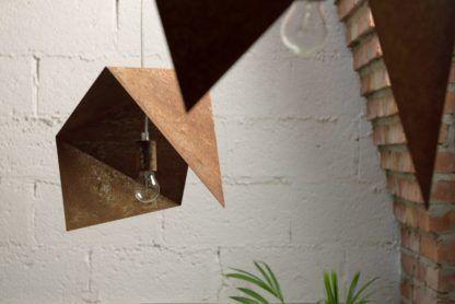 lampa wisząca, metalowe origami, rdzawy kolor - aranżacja
