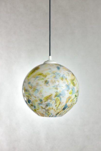 okrągła lampa wisząca ze szkła barwionego, w plamki