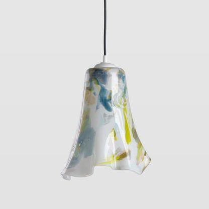 lampa wisząca z kolorowego szkła, niesymetryczny klosz ze szkła