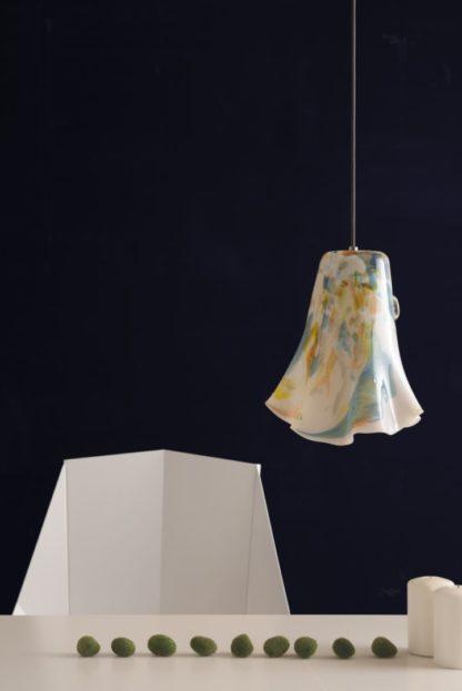 lampa wisząca z kolorowego szkła, rozszerzany klosz