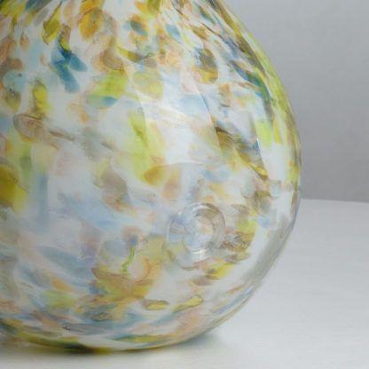 lampa stołowa ze szklaną podstawą, odcienie zieleń i błękit