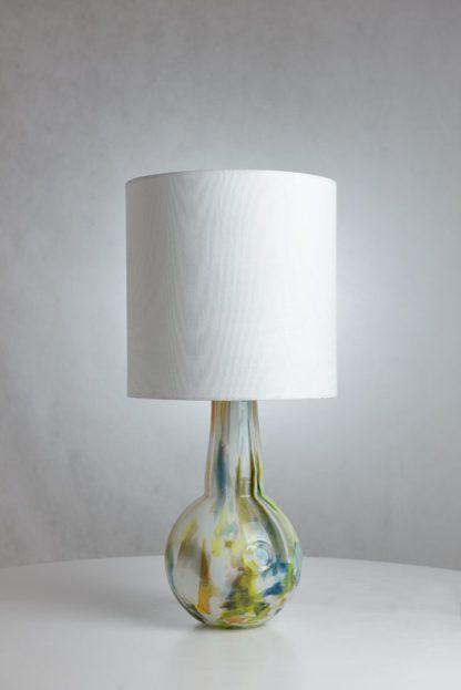 lampa stołowa z kolorowego szkła, podstawa kula