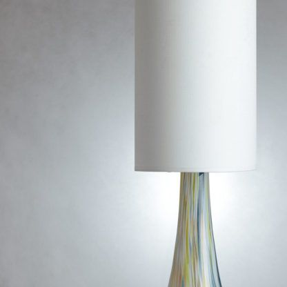 lampa stołowa z białym abażurem, szklana