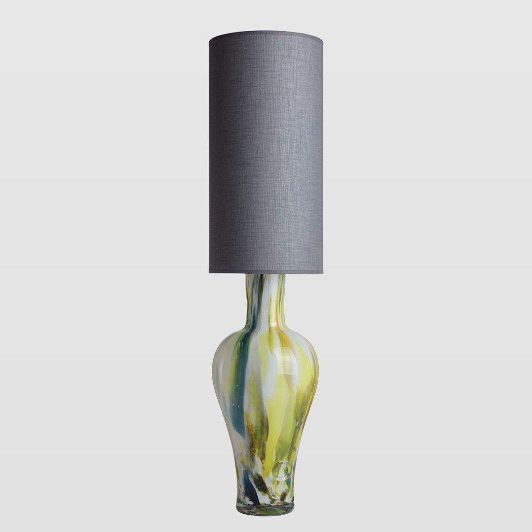 lampa stołowa z kolorowego szkła, szary abażur