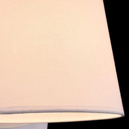 kinkiet z białym abażurem