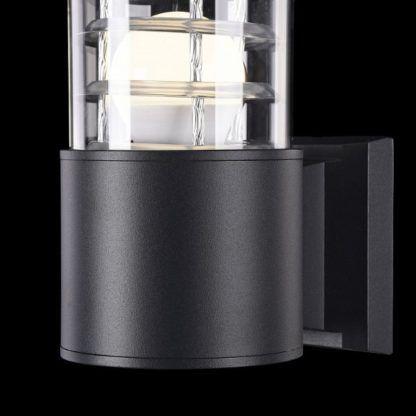 czarny, metalowy kinkiet do oświetlenia kinkietu zewnątrz