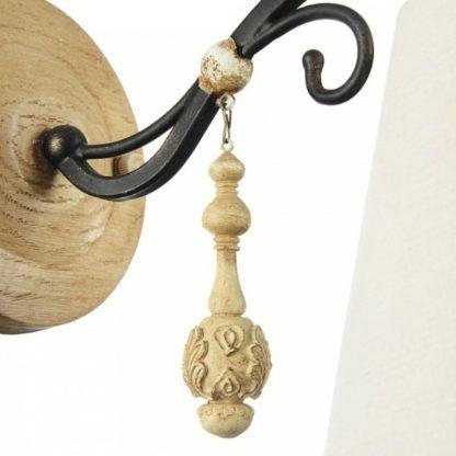 lampa ścienna w stylu rustykalnym z detalami vintage