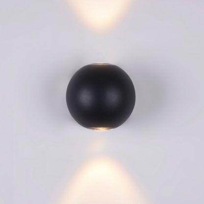 nowoczesny, czarny kinkiet w kształcie kuli