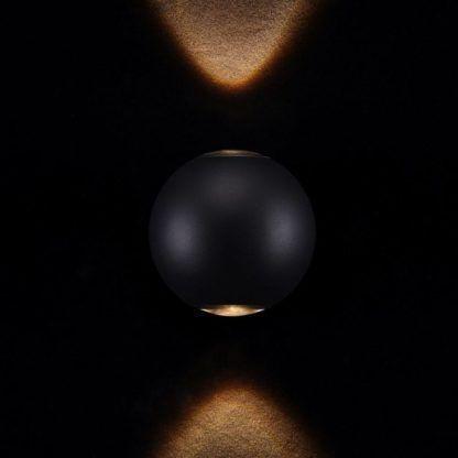czarny kinkiet kula, dwa pionowe snopy światła