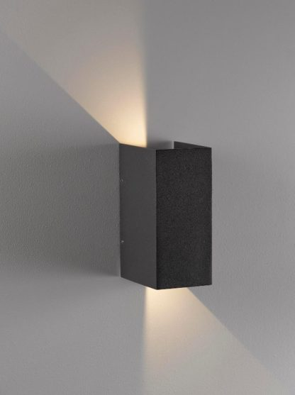 kinkiet zewnętrzny z regulacją kąta padania światła