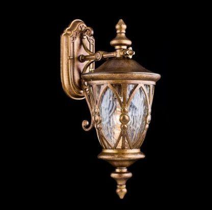 metalowy kinkiet zewnętrzny w klasycznym stylu