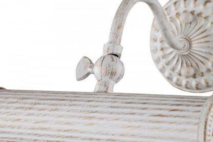 poziomy kinkiet z białego metalu ze złotymi przetarciami, klasyczny