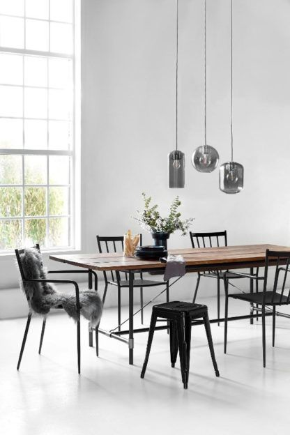 lampa wisząca, szare,szklane klosze w różnych kształtach - aranżacja jasna, nowoczesna jadalnia