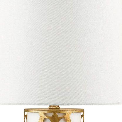 biały abażur do eleganckiej lampy stołowej