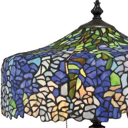 witrażowa lampa stołowa w odcieniach niebieskich, zielonych, fioletowych
