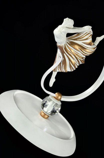 lampa stołowa z biało-złotą figurką baletnicy, stylowe oświetlenie, eleganckie